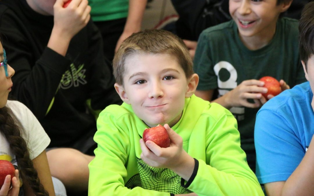Glen Lake Community School hosts Apple Crunch and Farm to School celebration